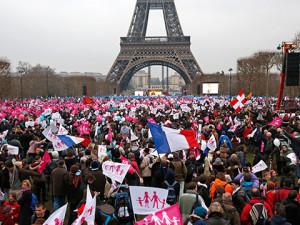 митинги во франции против однополых браков