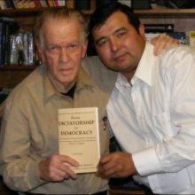 В штате США Бостоне, в возрасте 91 года умер «изобретатель цветных революций» Джин Шарп
