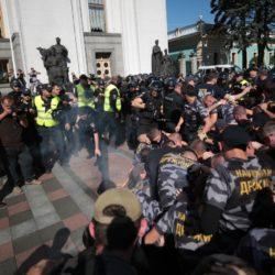 Обещанного три года ждут – наемники в Украине требуют гражданство