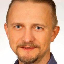 Помощник депутата Конопацкой собирал деньги у студентов, чтобы бороться с законом «об отсрочках». Где деньги?