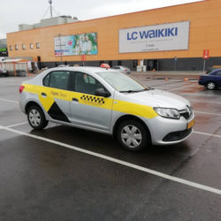 Утренние завтраки десятка гродненских таксистов у ТЦ «Корона» назвали забастовкой