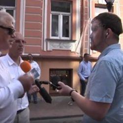 Белсат провел стрим с гродненского пикета по сбору подписей за Лукашенко