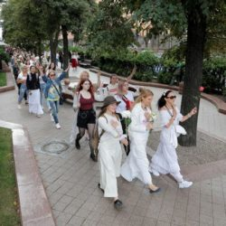 Ход «белыми». Жительниц Минска используют по методичке?