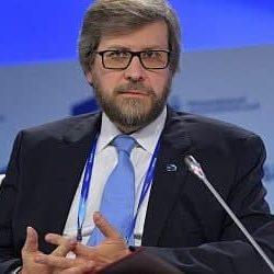 Российсский политилог Фёдор Лукьянов настаивает на размещении в Беларуси российской базы